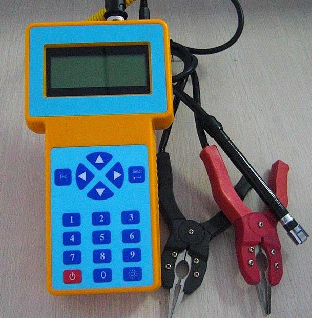 产品介绍: TOPUKE31XX智能蓄电池内阻测试仪是快速准确测量蓄电池健康状态和荷电状态以及连接电阻等参数的便携型数字存储式测试仪器。该仪表能显示并记录单节或多组电池的电压、内阻(电导)、容量、温度等重要参数,可自动判别精确有效地挑出落后电池。随机配备蓄电池管理软件,可读取测试数据,建立蓄电池档案,跟踪蓄电池变化趋势,生成打印测试报告,并提供维护建议。 适用于变电站、发电厂、通讯基站、金融系统、铁路、大型工厂、医院、UPS的蓄电池的维护检测。 适用于蓄电池验收,蓄电池配组和常规检验。 功能特点: 1.